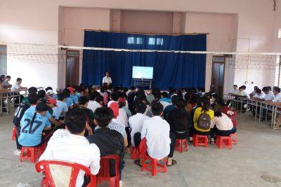 Ngày 25 tháng 3 năm 2017, toàn thể CB-GV-NV và học sinh tham gia tập huấn quy chế thi THPT Quốc gia năm 2017
