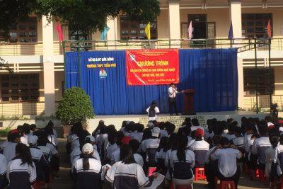 Tổ chức buổi nói chuyện chuyên đề định hướng nghề nghiệp cho học sinh
